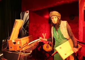 Refugium Karton, Theater Caprile, Foto: Maria Steinberger